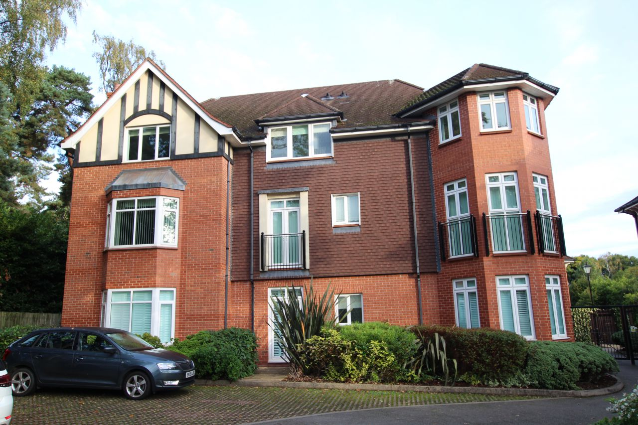 3 bedroom Apartment To Let in Burghley House, Chepstow Place, Streetly, Sutton Coldfield, B74 3TN
